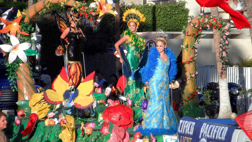 Carnaval La Paz Parade floats