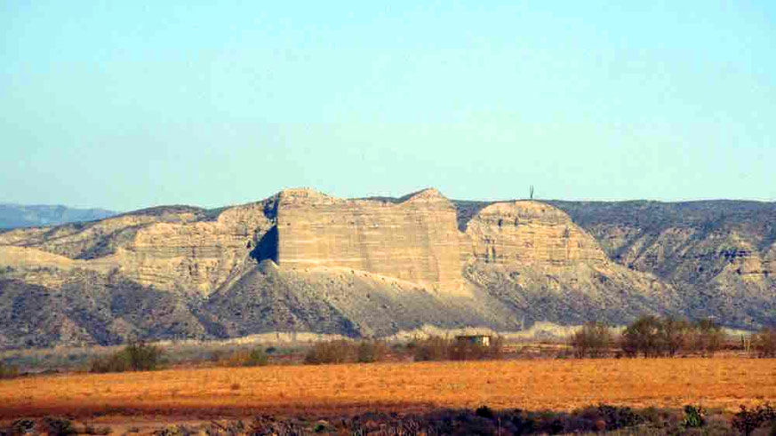 El Castile showing stratification