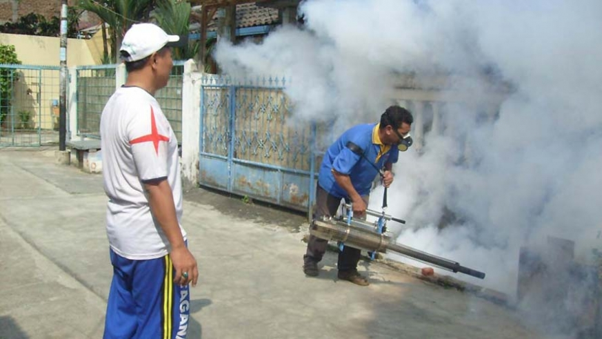Spraying for mosquitoes in La Pa