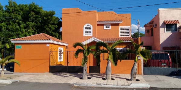 Front elevation - Four bedroom house for rent in La Paz