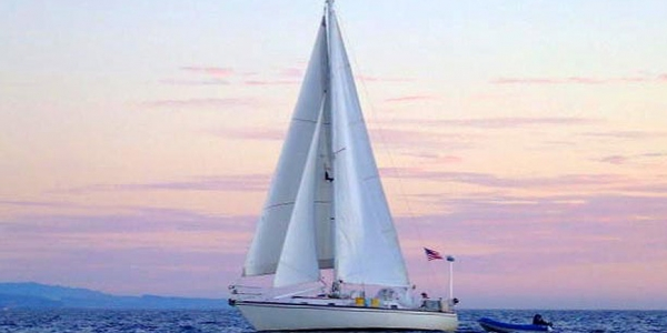 37' Hunter Cherubini Cutter underway in the Sea of Cortez